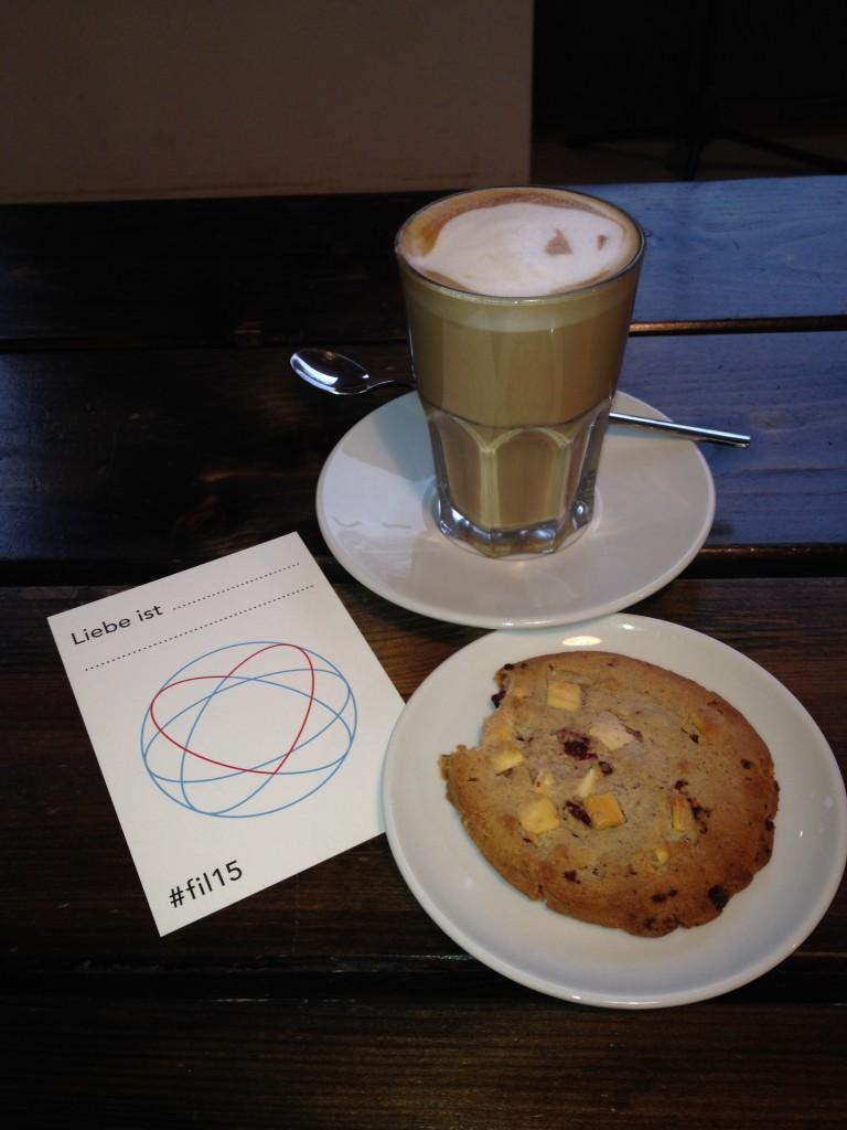 Liebe ist Kaffee und Keks.