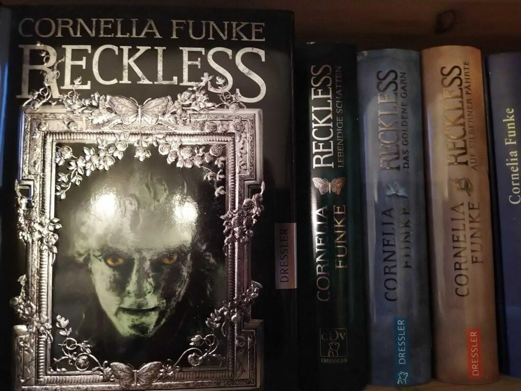 Buchempfehlung: Reckless von Cornelia Funke im Regal