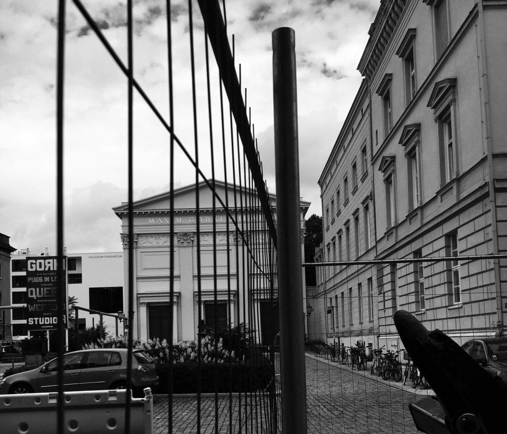 Maxim Gorki Theater und Baustelle