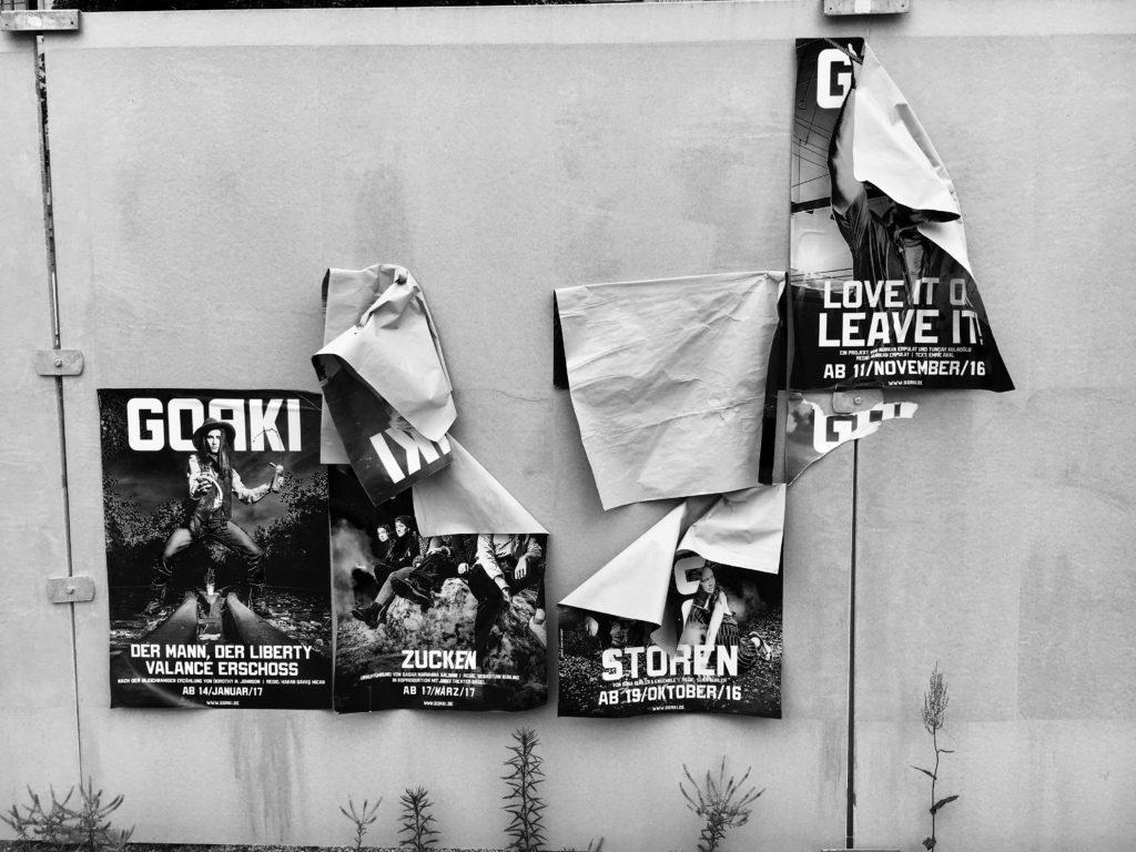 Plakate des Maxim Gorki Theater