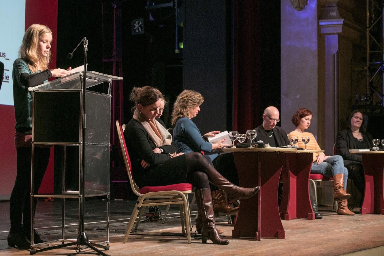 Vorm Start zum 25. open mike 2017: Doris Anselm, Alina Herbing und Andra Schwarz präsentieren ihre literarischen Debüts