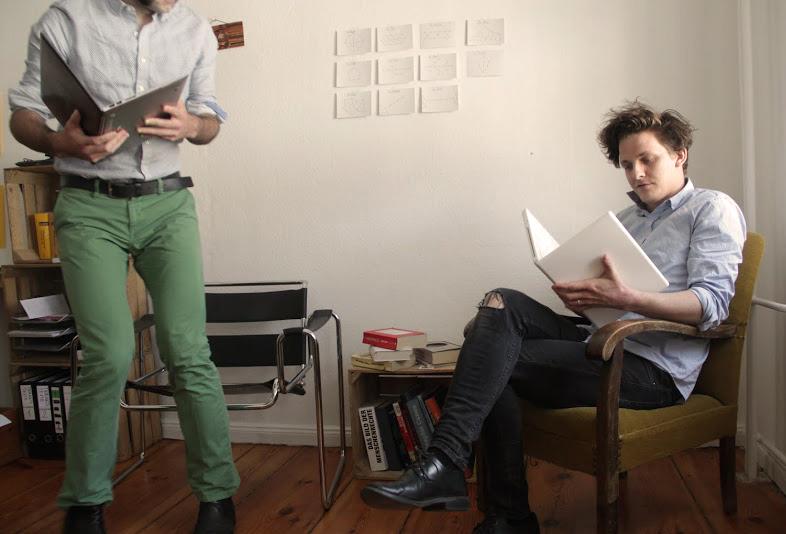 Thibault (grüne Hose) und Max stehen und sitzen in den Startlöchern. Im Herbst erscheint die 1. Ausgabe des Clowd Magazines.